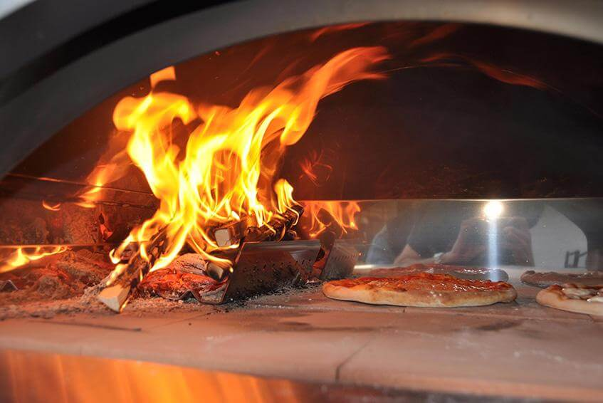 Video tutorial per cuocere la pizza nel forno a legna di casa alfa forni - Forno pizza casa legna ...