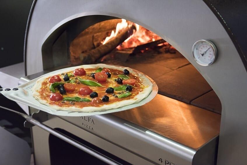 Ricetta Impasto Pizza Forno A Legna.Come Fare L Impasto Per La Pizza In Base Alla Tipologia Di Forno Alfa Forni