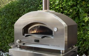 Alfa Forni launches the STONE OVEN, the wood and gas-fired oven that revitalises the design of the most exclusive outdoor kitchens.