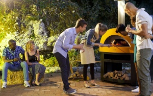 8 Tips for Hosting A Backyard Pizza Party