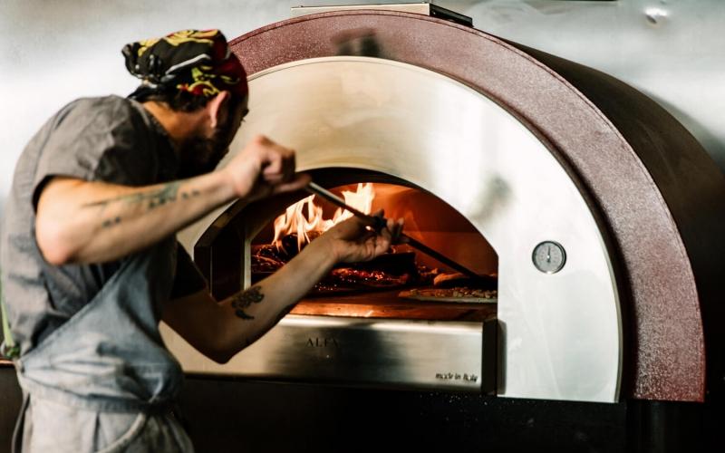 forno-per-pizza-a-gas-e-legna